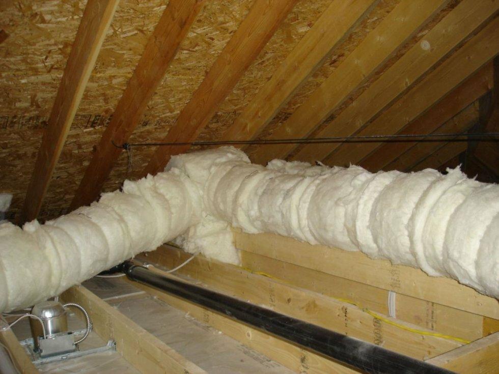 Утепленная вентиляционная труба на чердаке