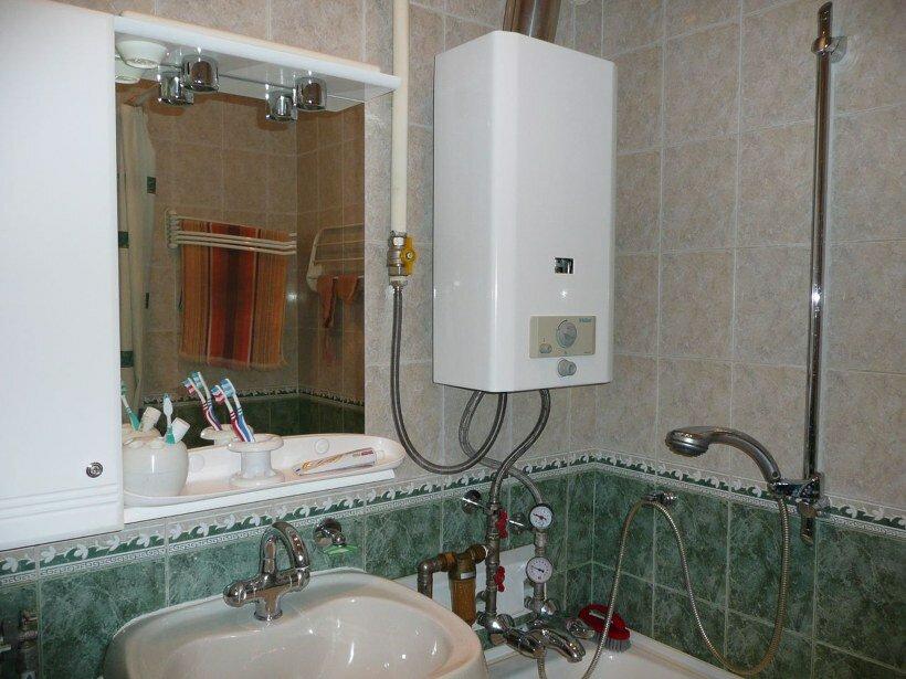 Газовая колонка Астра в ванной комнате